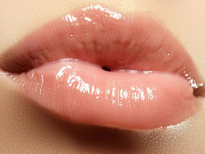Let's Add a Little of Shine to Your Lips with These 5 Clear Lip Glosses