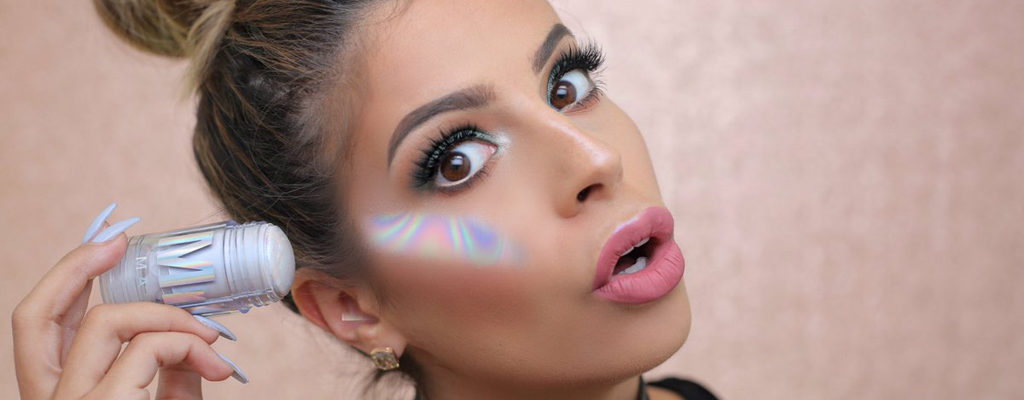 Trend Alert! 10 Hologram Makeup That Every Girls Should Own