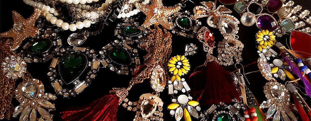 6 เครื่องประดับ สวยเลอค่า จากเวที London/Milan Fashion Weeks