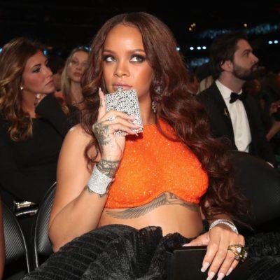 ส่องลุคสุดปังของคุณแม่ Rihanna จากงานGrammy Awards บนพรหมแดงสุดเลิส