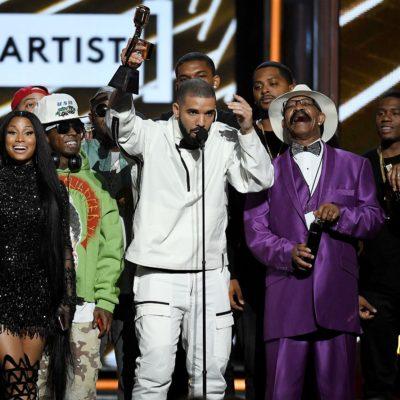 ร่วมแสดงความยินดีกับศิลปินนักร้องระดับA-List ที่ครองตำแหน่งแชมป์ใน Billboard Music Awards 2017