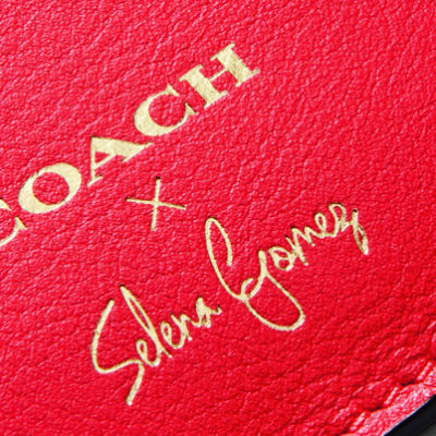 Selena Gomez x Coach bag สาวเซเลน่า โกเมซ กับการออกแบบกระเป๋าโคชที่มีแรงบรรดาลใจมาจากรอยสักของเธอ